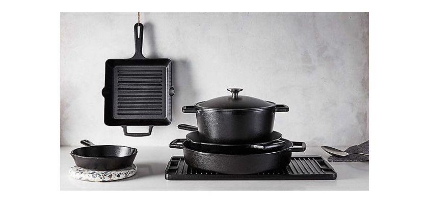 Artisanal Kitchen Supply 7-Quart Cast Iron Dutch Oven